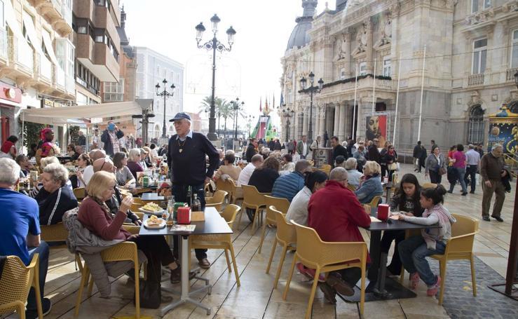 El 'Aidamar' cierra la campaña de cruceros que afianza el papel turístico de Cartagena