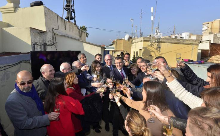 El alcalde y los ediles de Murcia 'adelantan' las doce campanadas