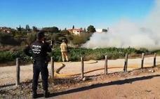 Los bomberos de Murcia extinguen un incendio en la Finca Buenavista