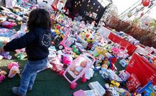 Donan 3.250 juguetes en el punto solidario del Gran Árbol de la Circular