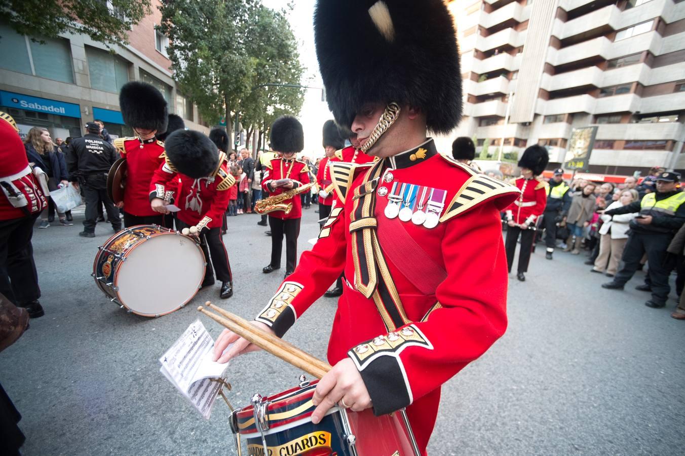 Notas de realeza en el desfile de los Guardias Granaderos por Murcia