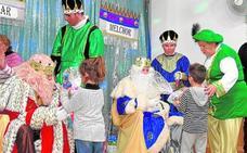 Visita adelantada de los Reyes Magos a los niños