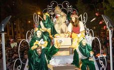 Tres Reyes Magos y una lluvia de peluches en Cartagena