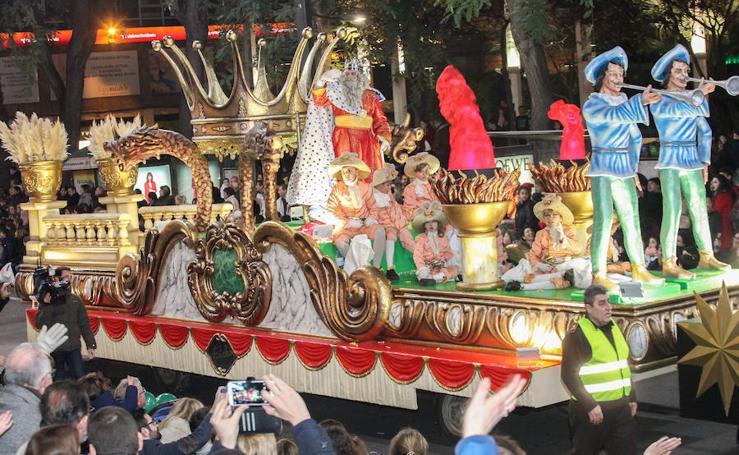 La Cabalgata de Reyes llena de ilusión y fantasía las calles de Murcia