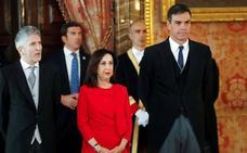 Robles pide «alejar» a las Fuerzas Armadas de «decisiones partidistas»