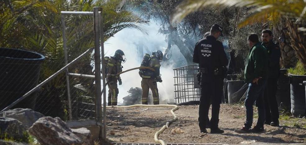 Susto por un incendio que arrasó 300 metros de un vivero de El Esparragal