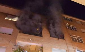 Cuatro intoxicados en un incendio en Abarán