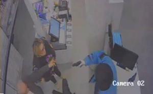 Atracan a punta de pistola la farmacia de Arsenio Pacheco: «Pégale un tiro ya y vámonos»