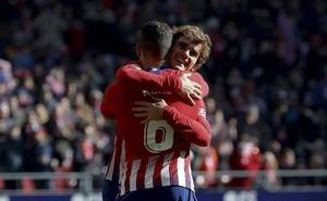 Griezmann y el VAR aúpan al Atlético