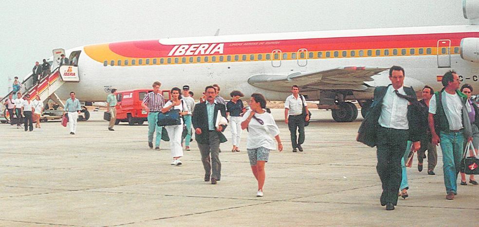 San Javier apaga su panel de vuelos