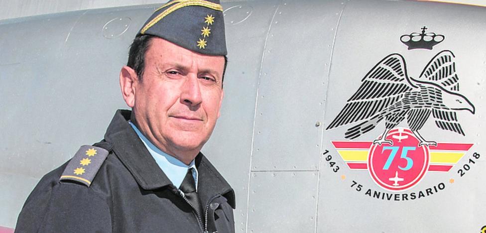 «El control del tráfico aéreo seguirá en manos militares»