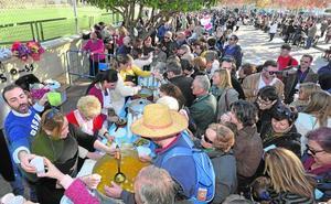 El bulevar de El Patiñero reúne a miles de personas en torno a las cuadrillas