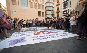 Colectivos feministas protestan mañana en la plaza Belluga con el lema 'Ni un paso atrás en igualdad'