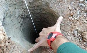 Así es el pozo donde ha caído el niño de 2 años: 110 metros de profundidad y solo 25 centímetros de diámetro