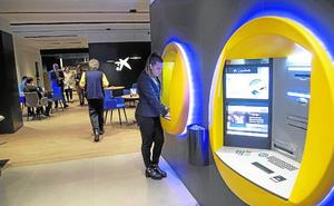 CaixaBank pone en marcha en la calle Mayor su primera oficina 'store' de la Región