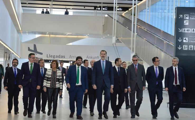 El Rey Felipe VI inaugura las instalaciones del aeródromo internacional de la Región