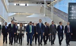 La Región celebra la apertura de su aeropuerto como dinamizador de la economía