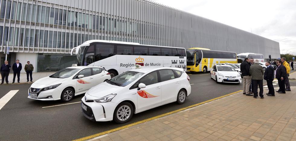 Los hoteleros piden líneas de bus eficaces por toda la Región para los turistas de Corvera