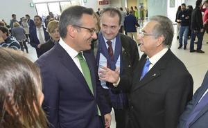 Conesa apela a «mejorar la imagen de la Región» para conseguir que el aeropuerto crezca