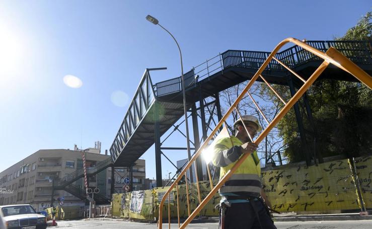 Los ascensores de la pasarela del AVE podrán llevar a ocho personas en cada viaje