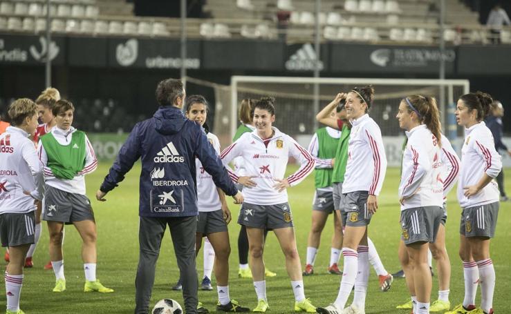 La selección española femenina entrena en Cartagena