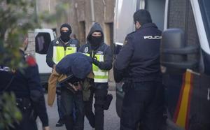 La Policía desmantela otro garito en Los Mateos y detiene a diez personas
