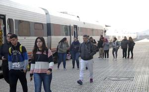 El PP acusa al PSOE de retrasar el AVE cuatro años respecto a lo previsto