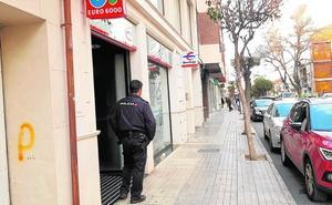 Buscan a un sexagenario que asaltó un banco en Yecla armado con una pistola
