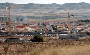 El robo de casi seis kilómetros de cable deja a oscuras la pedanía de Zarcilla de Ramos
