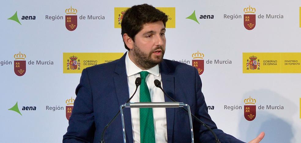 López Miras propondrá a Iberia que establezca un vuelo diario entre Corvera y Madrid