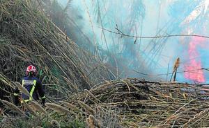 Aparatoso fuego de matorrales en Murcia