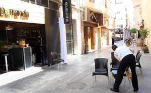 Ahora Murcia denuncia que la proliferación de terrazas en el entorno de la iglesia de San Juan Bautista puede ser «peligrosa»