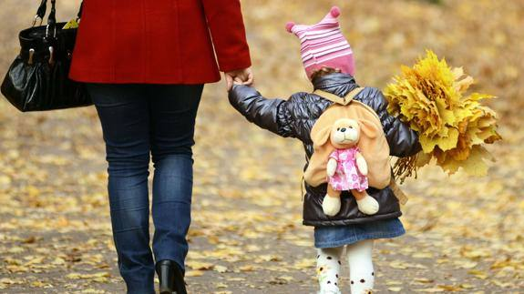 Requisitos y condiciones para obtener los 1.000 euros de ayuda a madres trabajadoras
