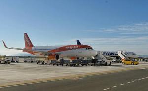 El Gobierno regional intentará pactar nuevas líneas aéreas para Corvera durante Fitur