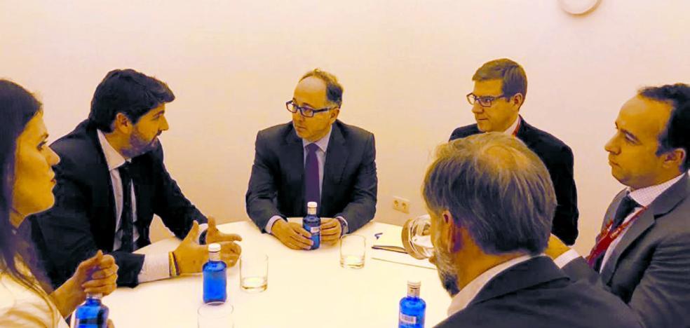 Iberia estudiará si es rentable poner en marcha un vuelo de Corvera a Madrid