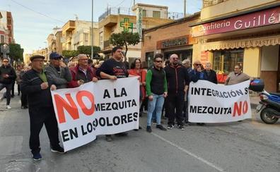 Vecinos de Los Dolores protestan contra la construcción de una mezquita
