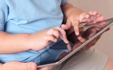 Tener a los niños entretenidos con el móvil puede afectar a su desarrrollo en el futuro
