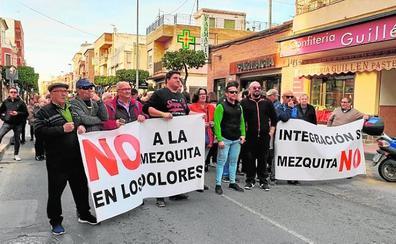 Vecinos de Los Dolores protestan por la construcción de una mezquita