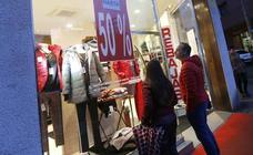 La economía crece al ritmo más bajo desde 2014, aunque aguanta en el 2,5%