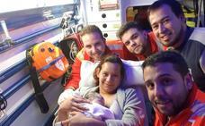Voluntarios de Cruz Roja atienden un parto en un domicilio de Molina de Segura