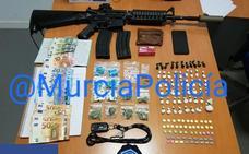 Sorprenden a un 'camello' con un fusil de asalto 'airsoft' en Murcia