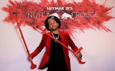 Neymar festeja su cumpleaños con muletas y gran pompa