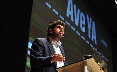 López Miras señala que el sobrecoste del AVE es una «estimación» porque la obra no ha acabado