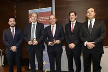 El Colegio de Dentistas despide a Óscar Castro entregando sus medallas y reconocimientos