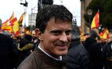 Valls evita sumarse a la instantánea con Vox