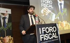 López Miras repasa sus rebajas de impuestos en el I Foro Fiscal de 'La Verdad'
