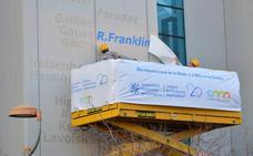 La química Rosalind Franklin ya tiene su nombre inscrito en la fachada del centro I+D+i de la UPCT