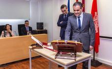 Eloy Ángel Villegas toma de posesión como decano de la facultad de Óptica y Optometría de la UMU