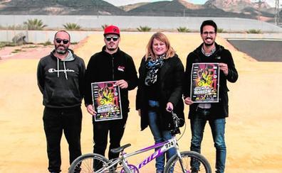 Ciclistas de nueve países en la carrera de BMX de Mazarrón