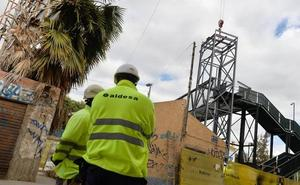 Montan los ascensores de la pasarela sobre las vías en Santiago el Mayor